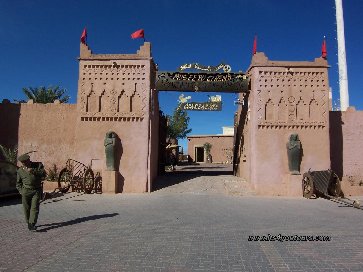 Oasis vall es et dunes du grand sud du maroc en 4x4 en 8 for Apart hotel agen