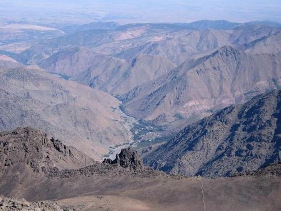 Hiking and climbing Toubkal trek in 3 days